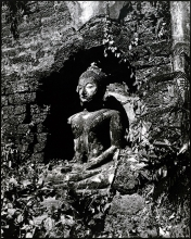 13) IMAGE OF THE BUDDHA ON THE POSTURE OF SUBDUING MARA