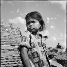 16) A little girl at Din Daeng Garbage Mountain, 1958